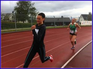 Live Solheimdal(J17)  i tet etter en runde foran Jenny Stokkevåg Berg fra Dimna (J18.19). Live løp i mål med tida 2.30,48 Foto: Gunnar Sandvik