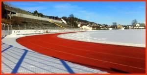Noen har brøyta :) og sola tar resten - løpebanen er klar til bruk. Foto: Gunnar Sandvik